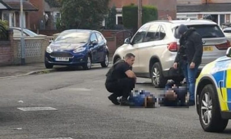 According to police' statements, two people, one woman and one man, have been arrested due to carrying a 'crossbow and bat' on the Wythenshawe streets.