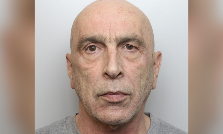 A 62-year-old man stabbed his friend in the back with a 30 cm knife
